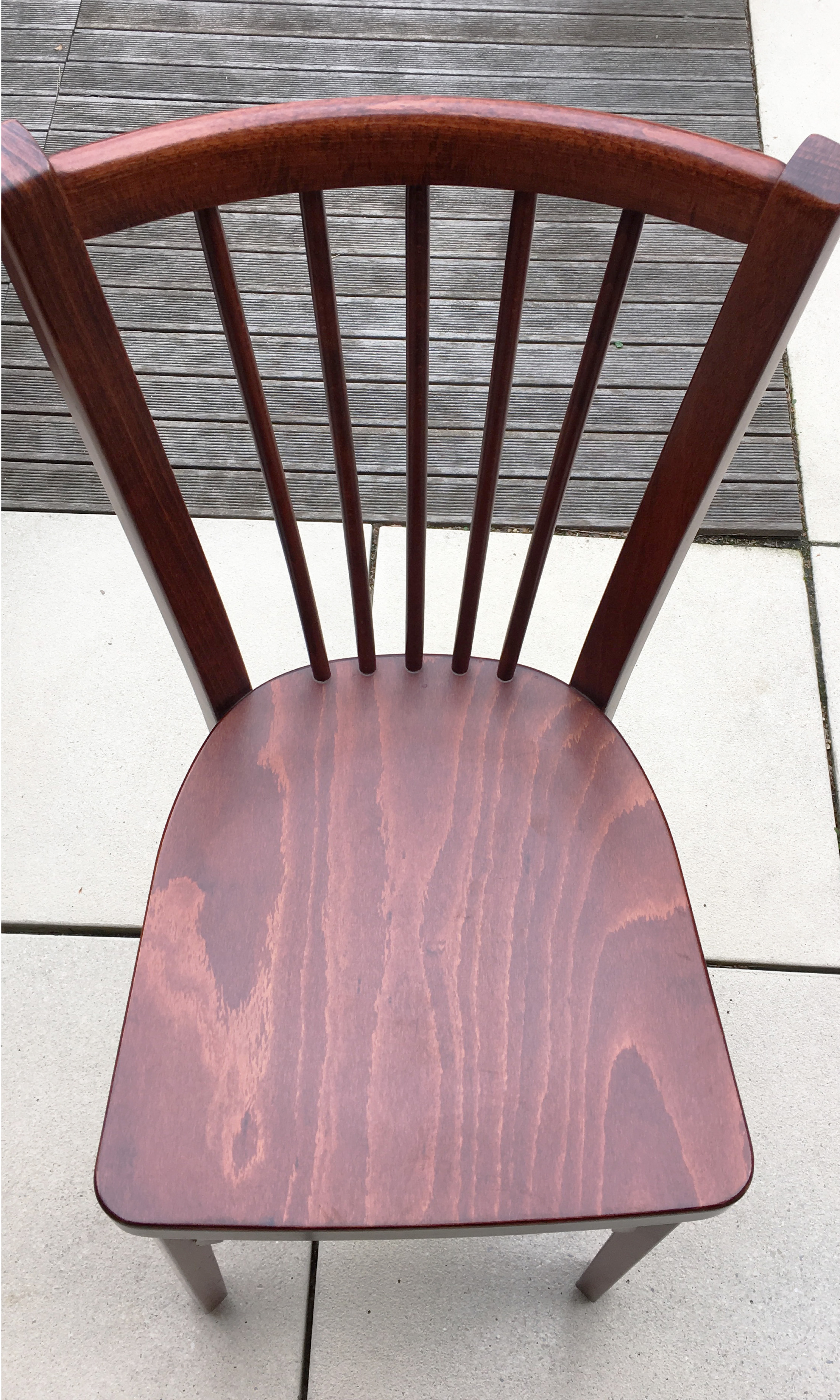 Chaise bistrot après poncage restauration de mobilier l'Atelier d'Elisa