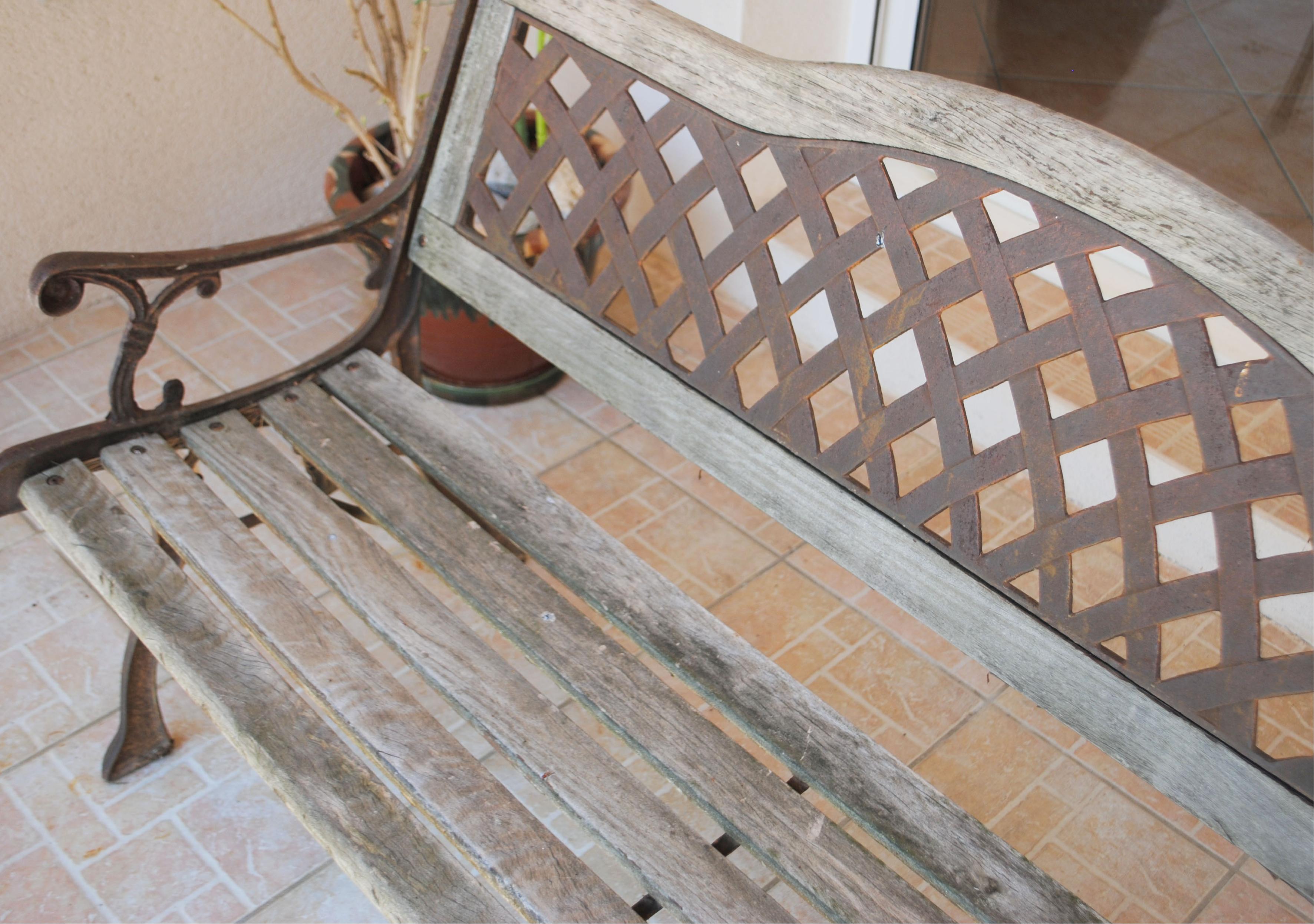 Restauration de mobilier banc tropical avant peinture l'Atelier d'Elisa