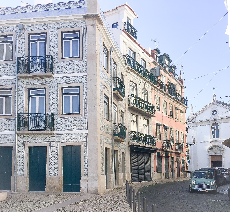 latelier-delisa-immeuble-voyage-lisbonne-rue-typique